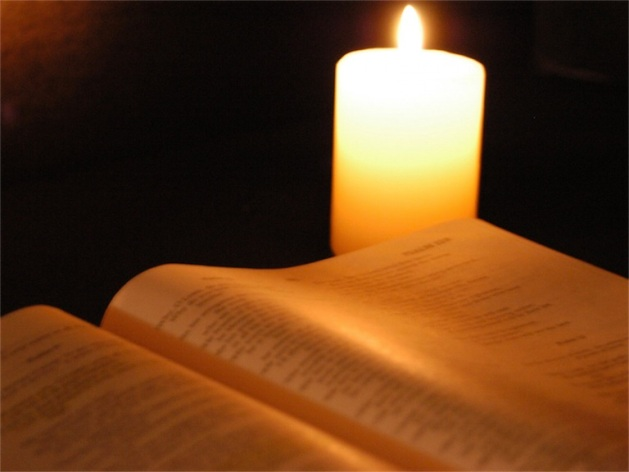 2011-12-20_01-42-21 Bible-and-candle 768-576